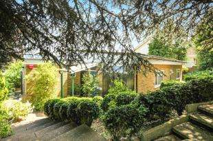 2 Bedrooms Bungalow for sale in Abbots Lane, Kenley, Surrey