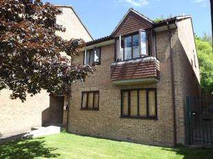 1 Bedroom Flat for sale in Westbury Close, Whyteleafe, Surrey