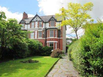 2 Bedrooms Maisonette Flat for sale in Cadnant Park, Conwy, LL32