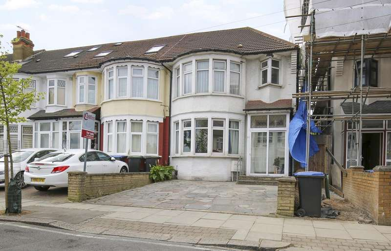 3 Bedrooms Property for sale in Grenoble Gardens, Palmers Green, London, N13