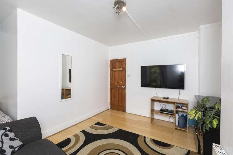2 Bedrooms Flat for sale in Chamberlain House, Ossulston Street NW1