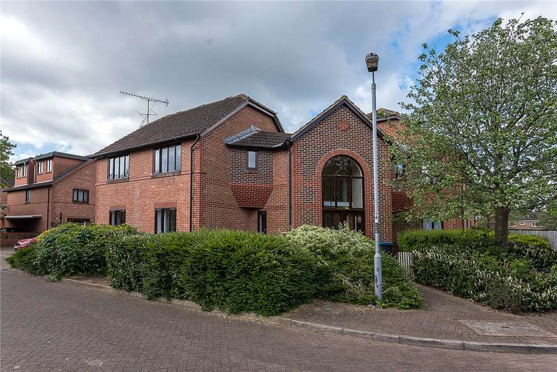 1 Bedroom Flat for sale in Sopwith Close, Kingston upon Thames, KT2