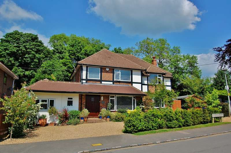 4 Bedrooms Detached House for sale in Middle Crescent, Higher Denham, Denham, UB9