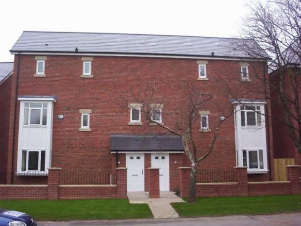 4 Bedrooms Semi Detached House for rent in Bold Street Hulme M15 5qh Manchester M15 5qh