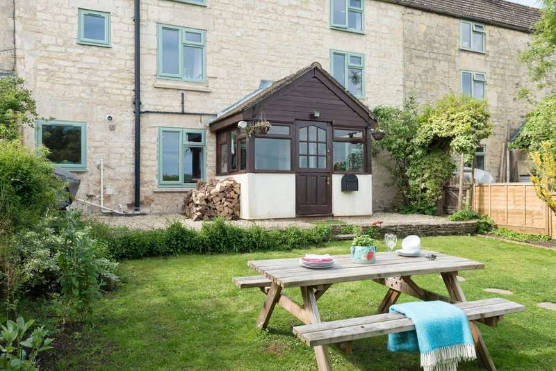 3 Bedrooms Terraced House for sale in Stroud