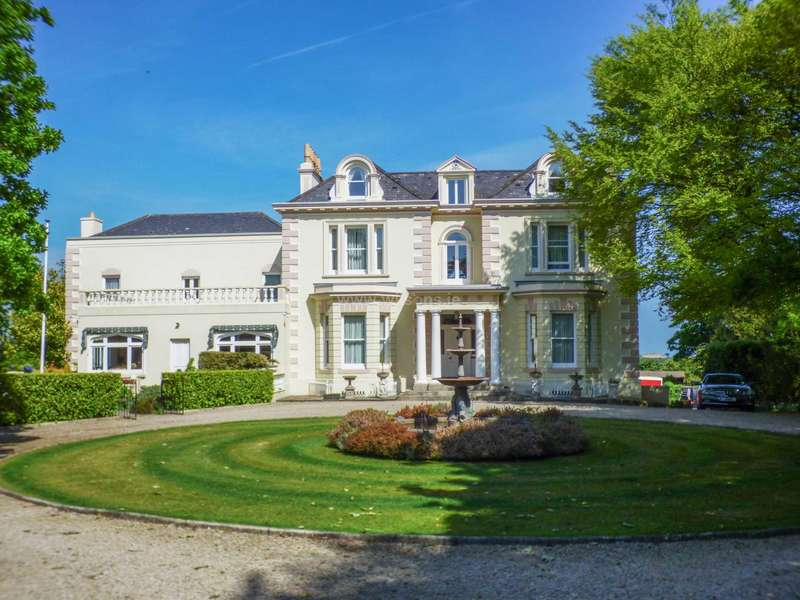 5 Bedrooms Detached House for sale in St Ouen