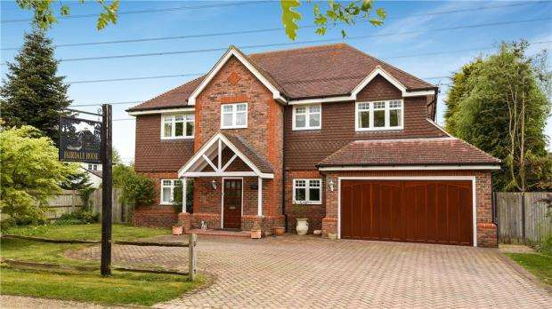 5 Bedrooms Detached House for sale in Chequers Lane, Eversley, Hook