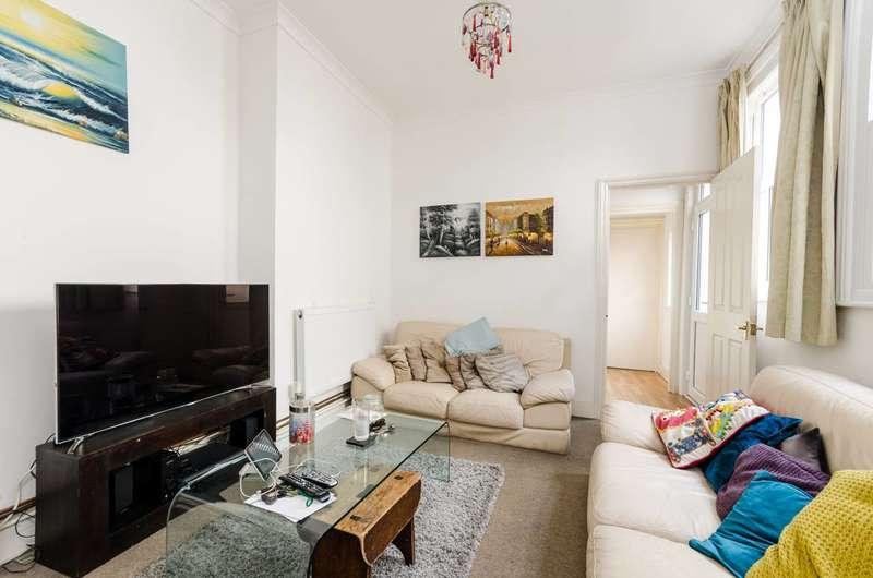 2 Bedrooms Flat for sale in Strode Road, Willesden Green, NW10