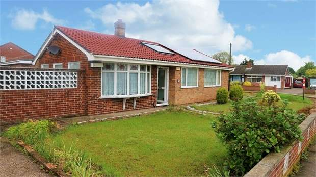 3 Bedrooms Detached Bungalow for sale in Dorothy Avenue, Bradwell, Great Yarmouth, Norfolk