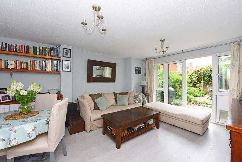 2 Bedrooms End Of Terrace House for sale in Ashen Grove, Wimbledon Park