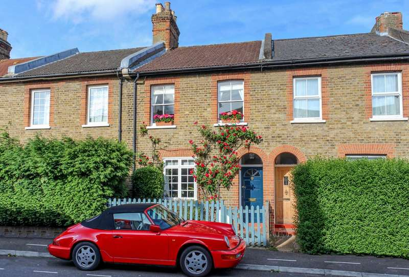 2 Bedrooms Terraced House for sale in King Charles Crecent, Surbiton