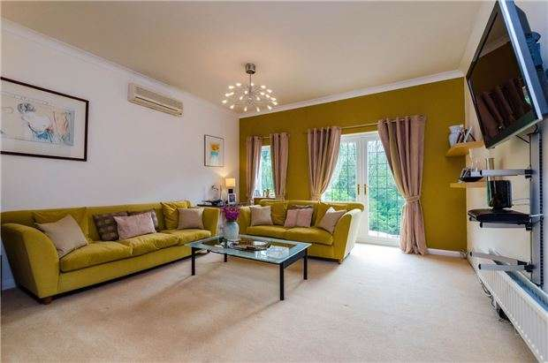 5 Bedrooms Detached Bungalow for sale in Coulsdon Road, COULSDON, Surrey, CR5 2LB
