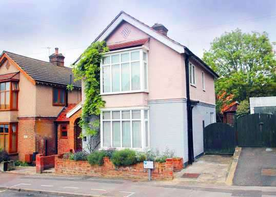 3 Bedrooms House for sale in Bendysh Road, Bushey, WD23