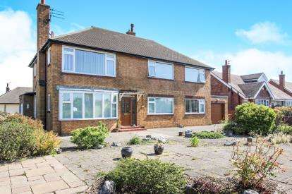 3 Bedrooms Flat for sale in Clifton Drive, Lytham St. Annes, Lancashire, England, FY8