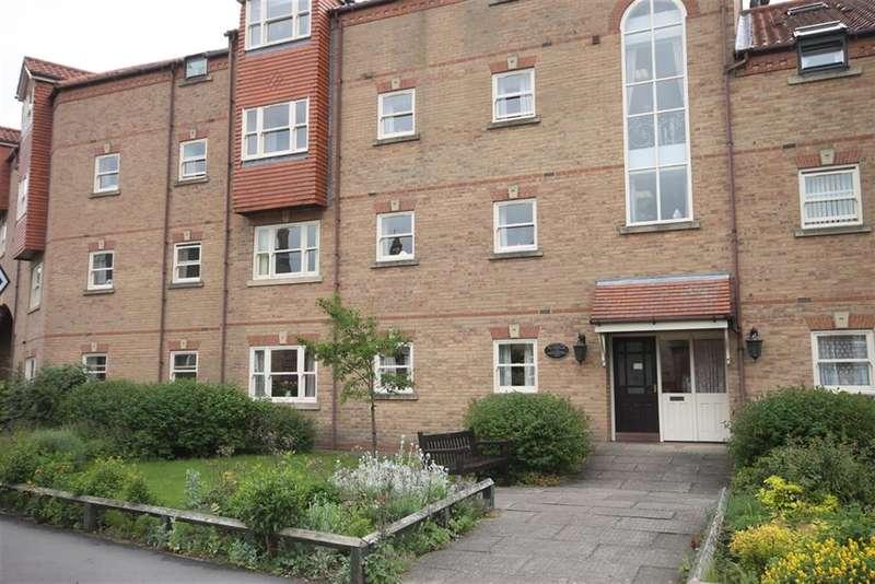 2 Bedrooms Ground Flat for sale in Betterton Court, Chapmangate, Pocklington, York, YO42 2ET
