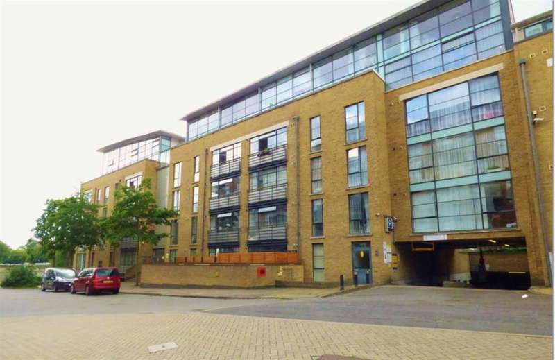 3 Bedrooms Apartment Flat for sale in Goat Wharf , Brentford, TW8 0AS