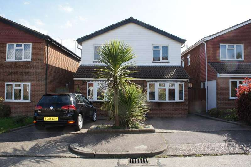 4 Bedrooms Detached House for sale in Paddock Close, Leigh-on-Sea SS9