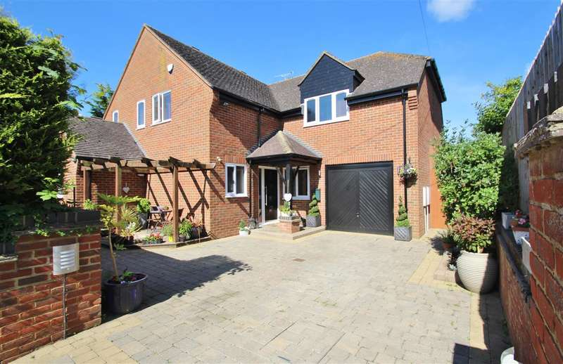 5 Bedrooms Detached House for sale in Jasmin Lodge, Foscote Road, Maids Moreton