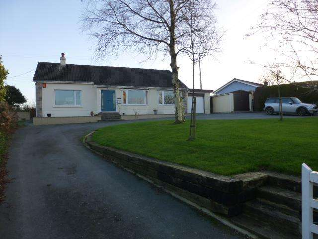3 Bedrooms Bungalow for sale in Maenygroes, New Quay