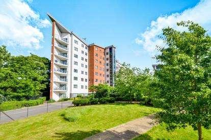 2 Bedrooms Flat for sale in Hamilton House, Lonsdale, Wolverton, Milton Keynes