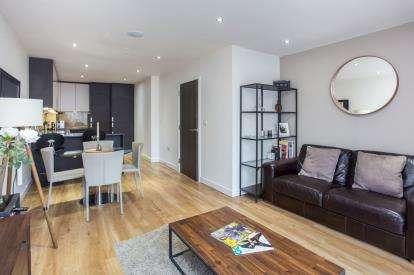2 Bedrooms Flat for sale in Emerald House, 2 Commander Avenue, London