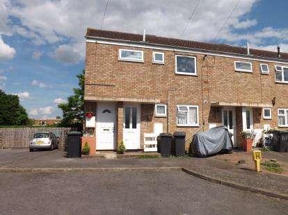 2 Bedrooms Flat for sale in Southfields, Shefford, Bedfordshire