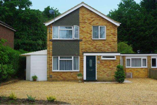 4 Bedrooms Link Detached House for sale in Fleet, Hampshire
