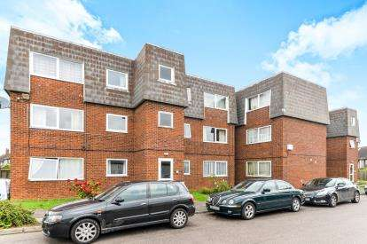 2 Bedrooms Flat for sale in Garden Court, Gardenia Avenue, Luton, Bedfordshire