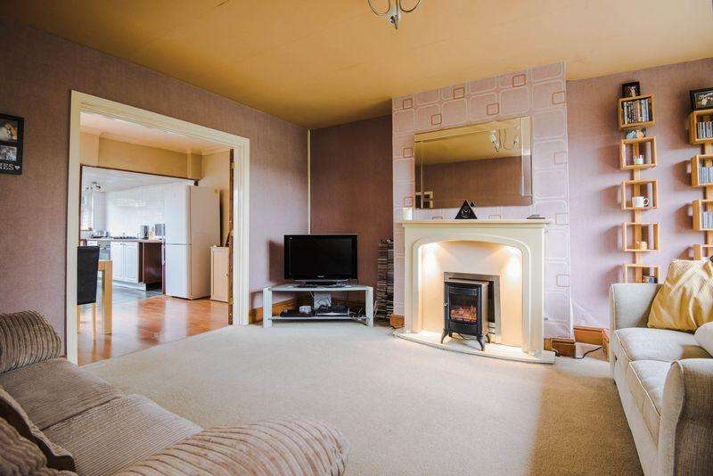 2 Bedrooms House for sale in Fairbrother Crescent, Warrington
