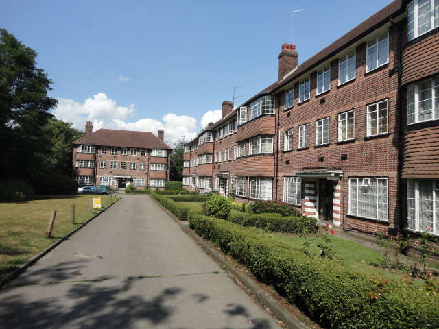 2 Bedrooms Flat for sale in The Ridings, Hanger Lane Hill Court, London, W5