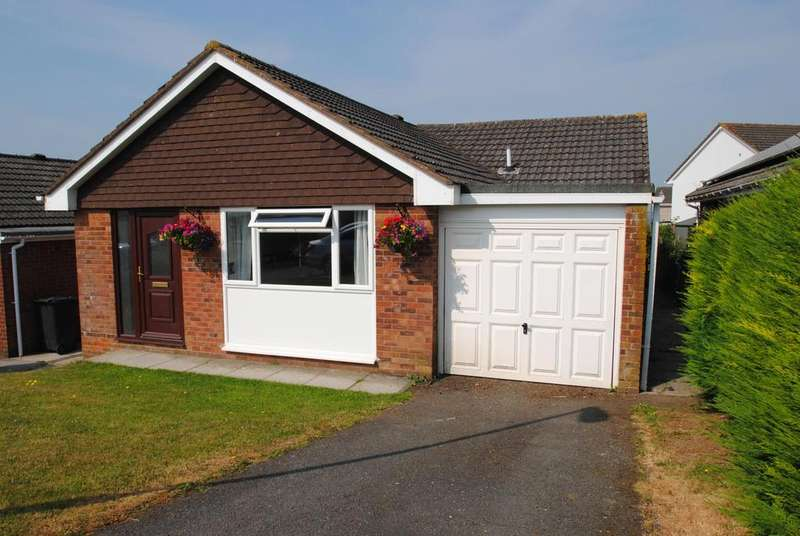 3 Bedrooms Bungalow for sale in Howards Close, South Molton