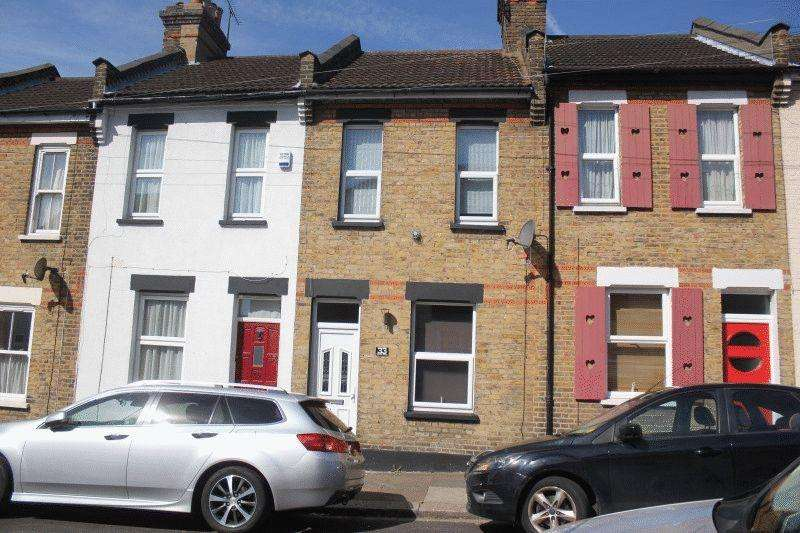 2 Bedrooms Cottage House for sale in Oakleigh Avenue, Southend-On-Sea
