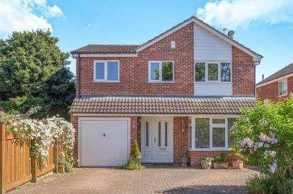 4 Bedrooms Detached House for sale in Lunedale Avenue, Knaresborough, ., North Yorkshire