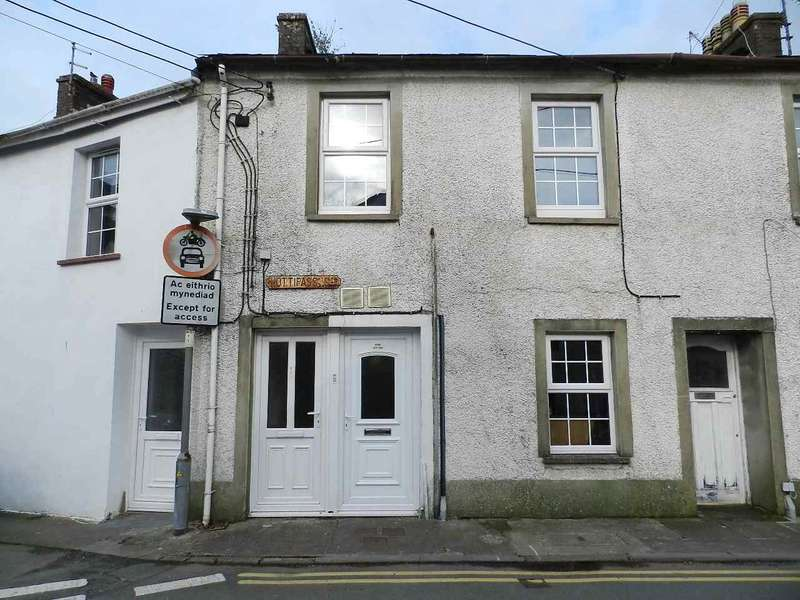 2 Bedrooms Terraced House for sale in Mews Cottage, Hottipass Street, Fishguard, Pembrokeshire
