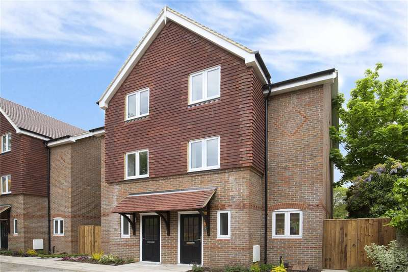 4 Bedrooms Semi Detached House for sale in Brooklands Gardens, More Lane, Esher, Surrey, KT10