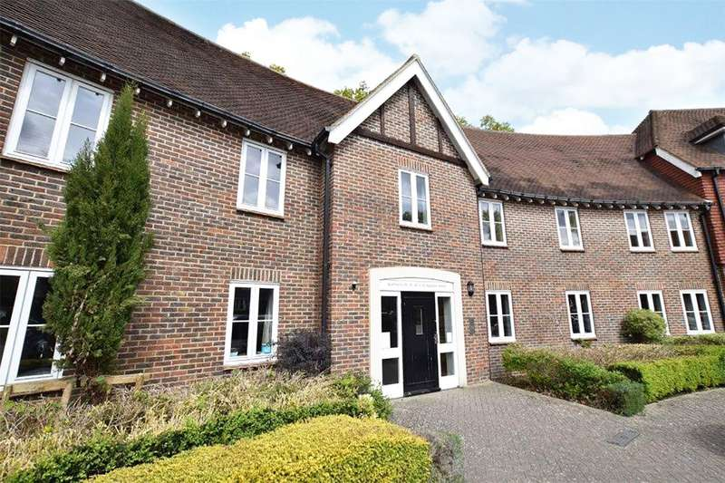 2 Bedrooms Apartment Flat for sale in Highgrove Avenue, Ascot, Berkshire, SL5