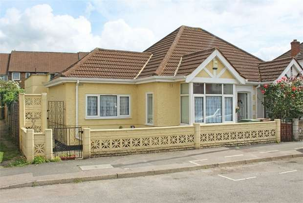 2 Bedrooms Semi Detached Bungalow for sale in Huntingdon Gardens, Worcester Park, Surrey