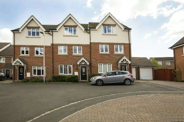 4 Bedrooms Town House for sale in Hilltop Gardens Spencers Wood Reading RG7 1HQ