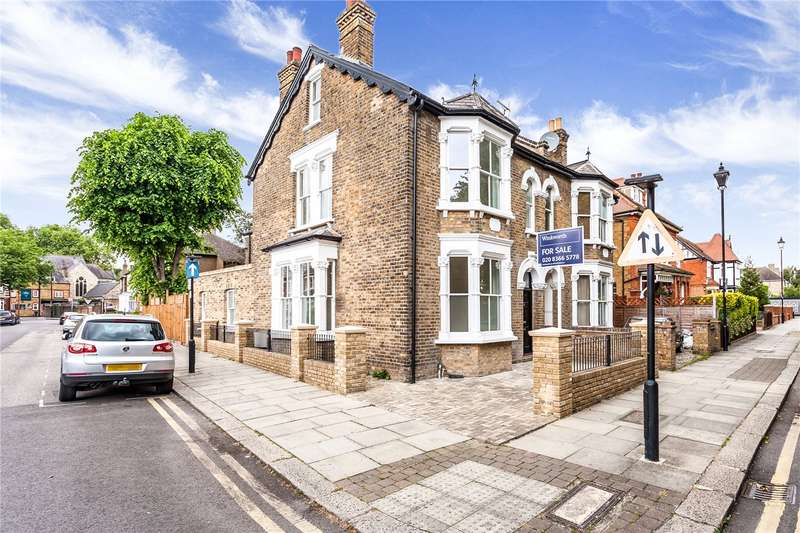 4 Bedrooms Semi Detached House for sale in Little Park Gardens, Enfield, Middx, EN2