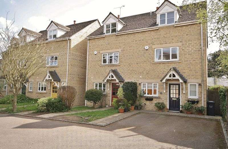 3 Bedrooms Property for sale in Langdale Gate, Witney