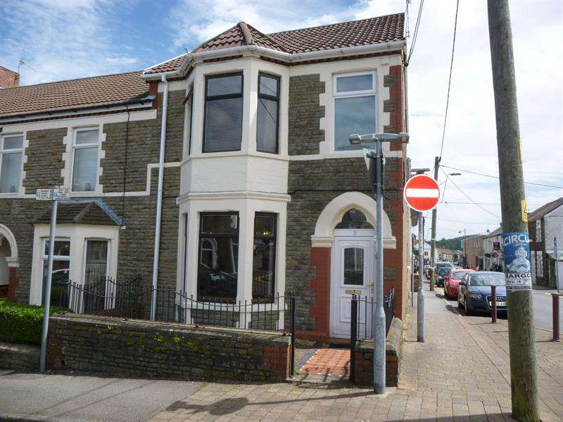 3 Bedrooms End Of Terrace House for sale in Bradford Street, Caerphilly