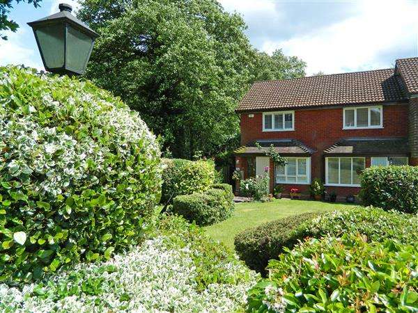 2 Bedrooms House for sale in Claremont Way, Midhurst, West Sussex, GU29