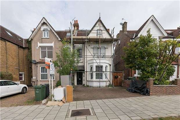 1 Bedroom Flat for sale in Baldry Gardens, LONDON, SW16