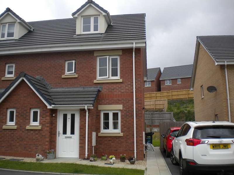 3 Bedrooms Property for sale in 23 Maes Yr Ysgol , Pontardawe, Swansea, City And County of Swansea. SA8 4JS