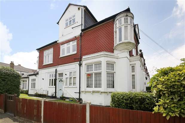 2 Bedrooms Flat for sale in Vancouver Road, London