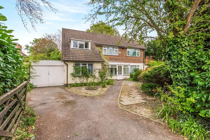 4 Bedrooms Detached House for sale in Russells Crescent, Horley, Surrey, RH6