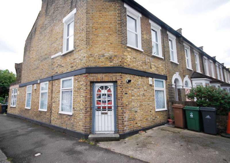 2 Bedrooms Flat for sale in Farmer Road, Leyton