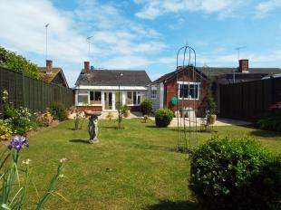 2 Bedrooms Bungalow for sale in Highcroft Crescent, Bognor Regis, Glenwood, West Sussex