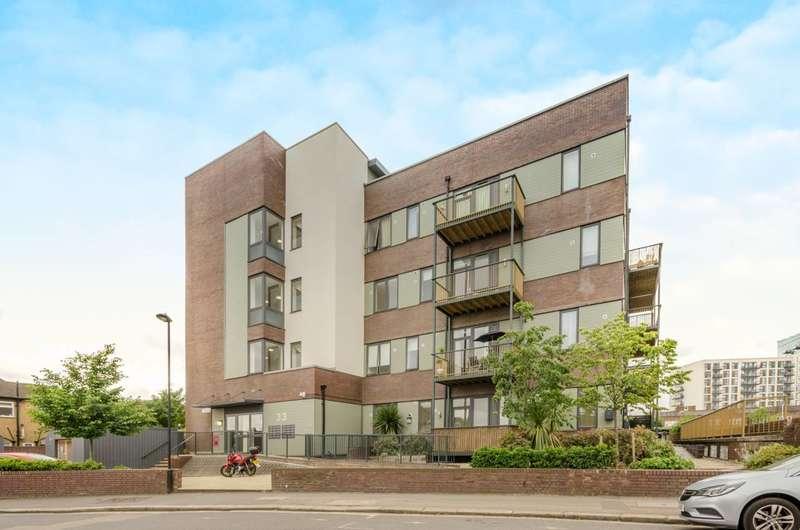 2 Bedrooms Flat for sale in Eaton Road, Enfield Town, EN1