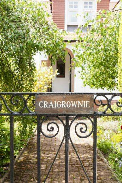 5 Bedrooms Detached House for sale in Craigrownie, Briarwell Road, Milngavie, Glasgow